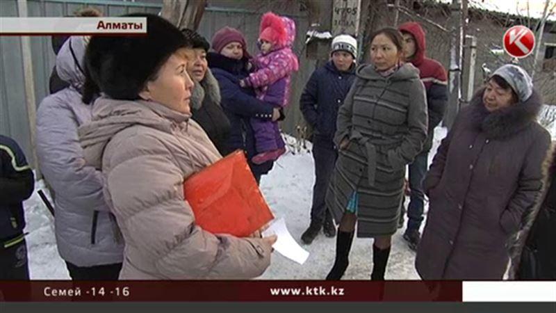 Жители алматинского микрорайона Трудовик боятся стать бомжами
