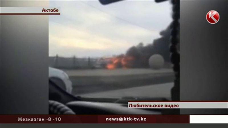 Жителей Актобе испугала машина, загоревшаяся прямо на ходу