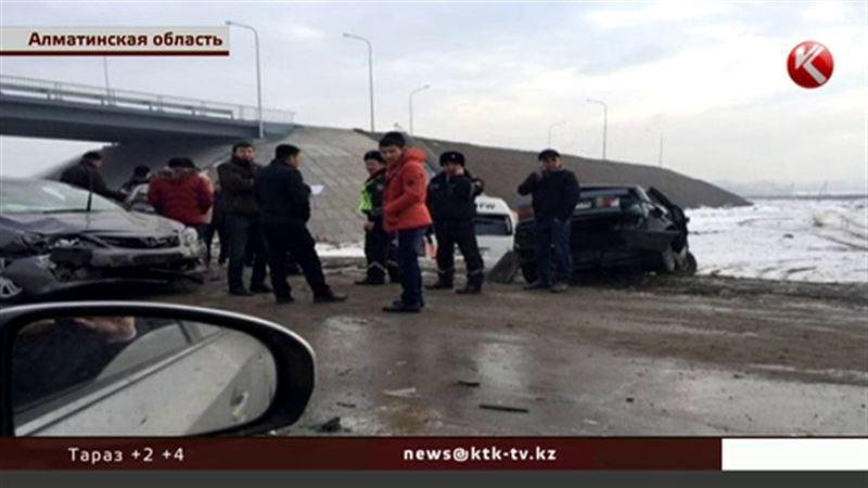 На Капчагайской трассе под Алматы 15 водителей не справились с управлением