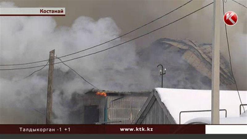 В Костанае сгорело двухэтажное общежитие