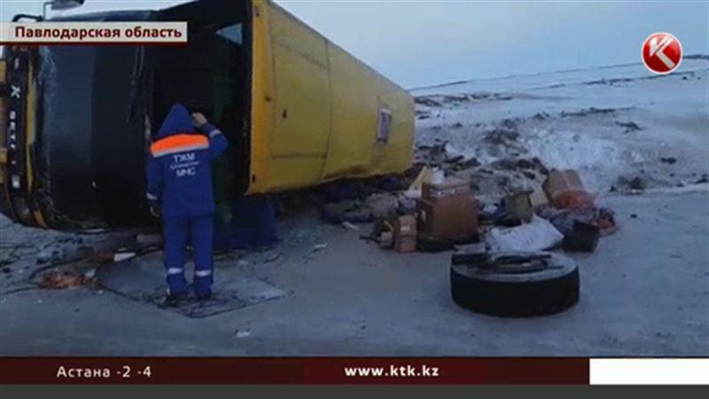 В Павлодарской области перевернулся пассажирский автобус