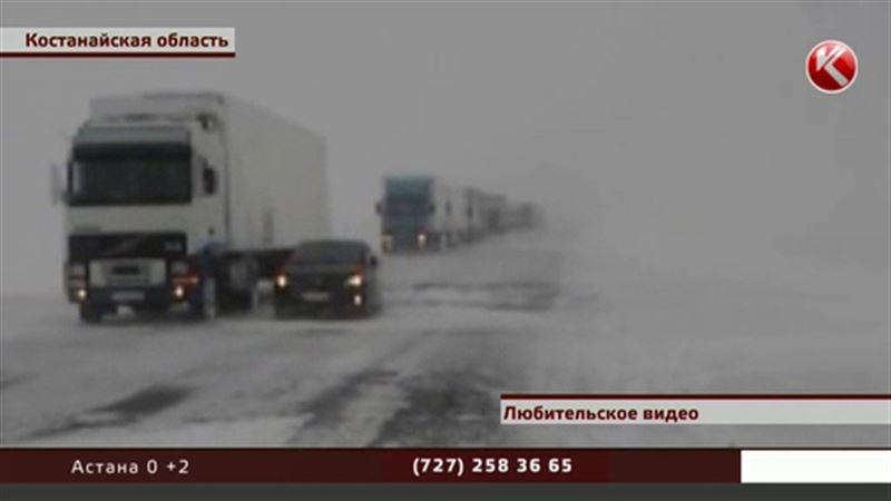 Отчаявшиеся водители шлют видео с заснеженной трассы