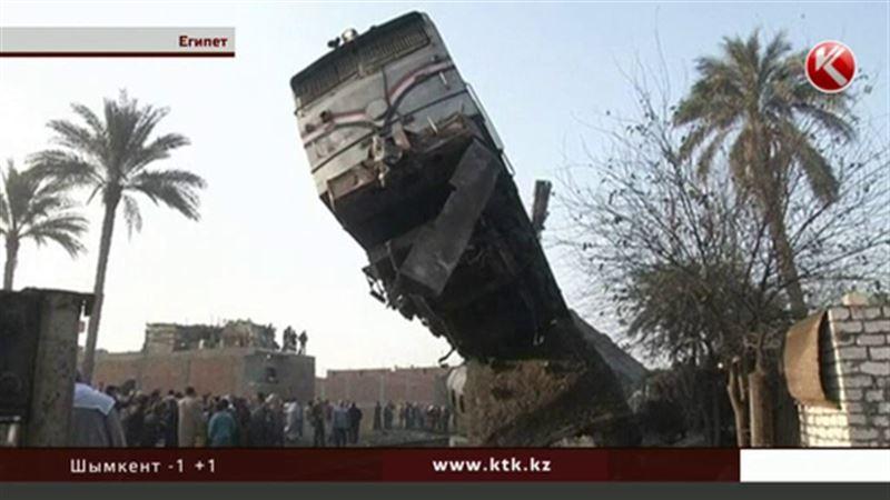 Жители Каира наблюдали, как взлетел железнодорожный состав
