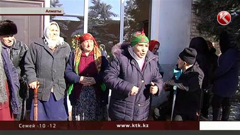 В Алматы ветераны труда все требуют когда-то обещанные им участки