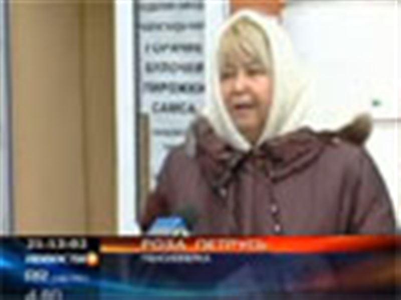 Эпатажная карагандинка Роза Петрусь протестовала против высоких коммунальных тарифов