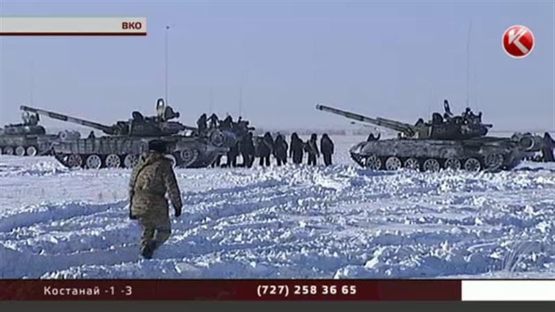 На восток страны срочно стянули армейские подразделения со всех регионов