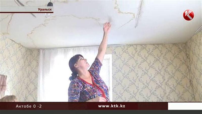 В Уральске жильцы боятся остаться под завалами аварийного дома
