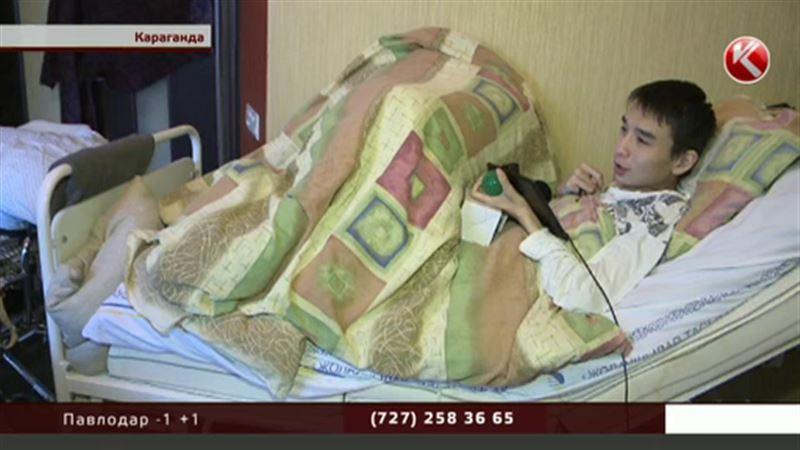 Парализованный карагандинец отдал деньги больным детям