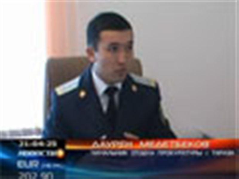В гараже у таразского полицейского прокуроры обнаружили целый оружейный арсенал
