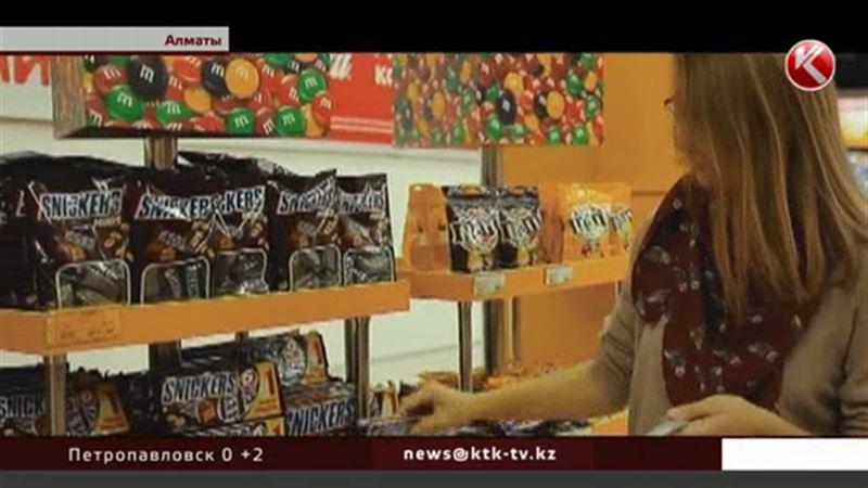 Казахстанцев призывают не бояться есть «Марс» и «Сникерс»