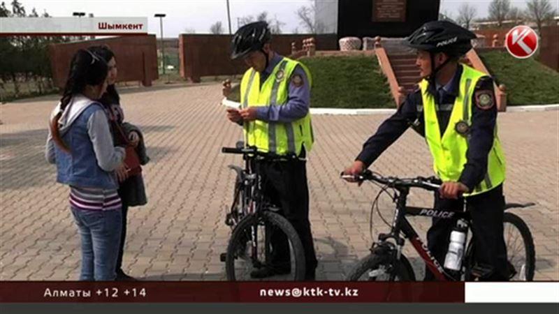 На велосипеды пересадили шымкентских полицейских