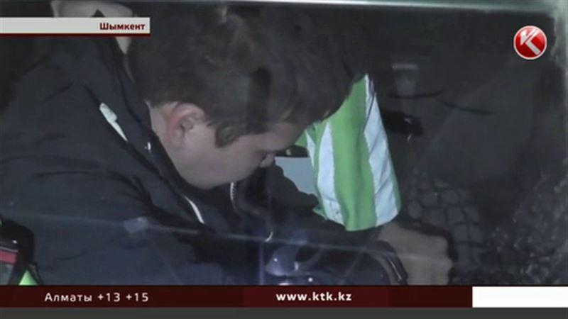 В Шымкенте водитель-лихач сбил сотрудника полиции