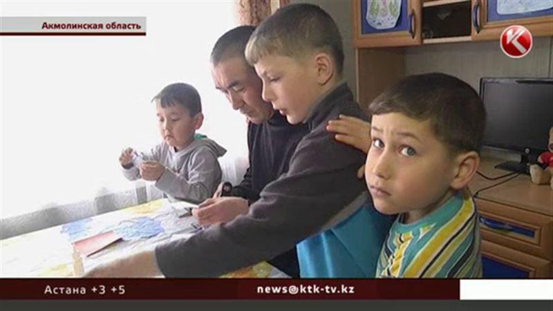 В Акмолинской области живут мама и папа, которые усыновили сразу 10 детей