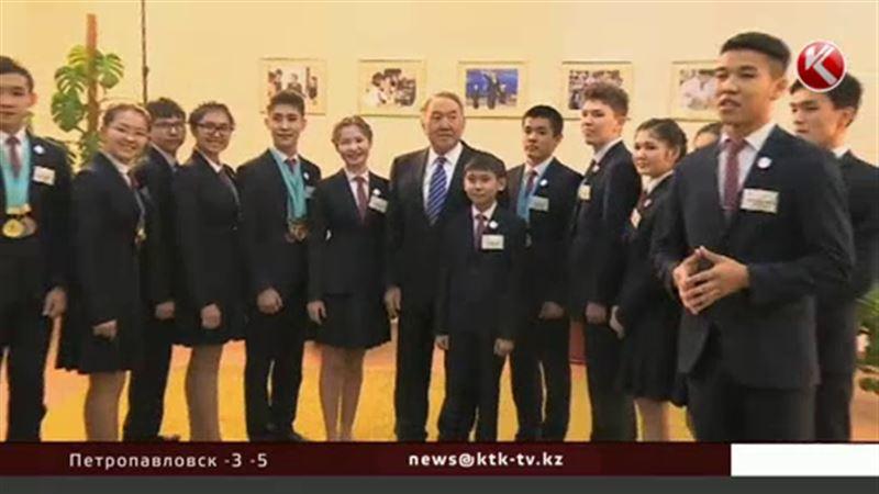 Назарбаев рассказал студентам о незавидной доле нефтяников
