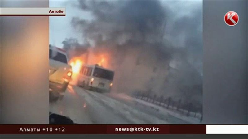 Водитель и пассажиры едва успели выбраться из полыхающего автобуса