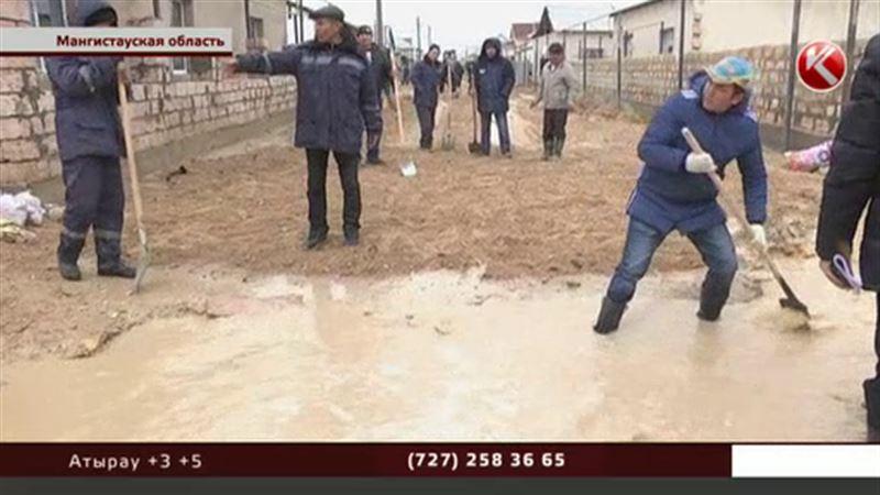 В пригороде Актау люди не могут вернуться в свои дома