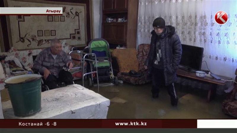 Аким Атырауской области отправился с инспекцией по затопленным районам