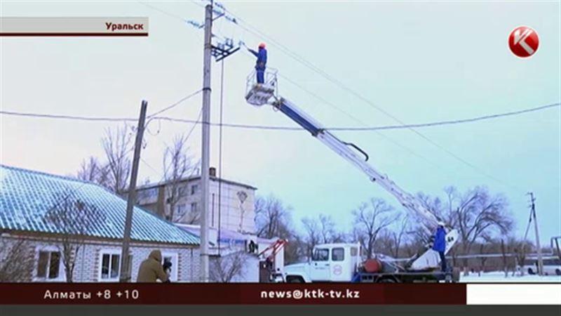 Cильный ветер и снег обесточили Уральск