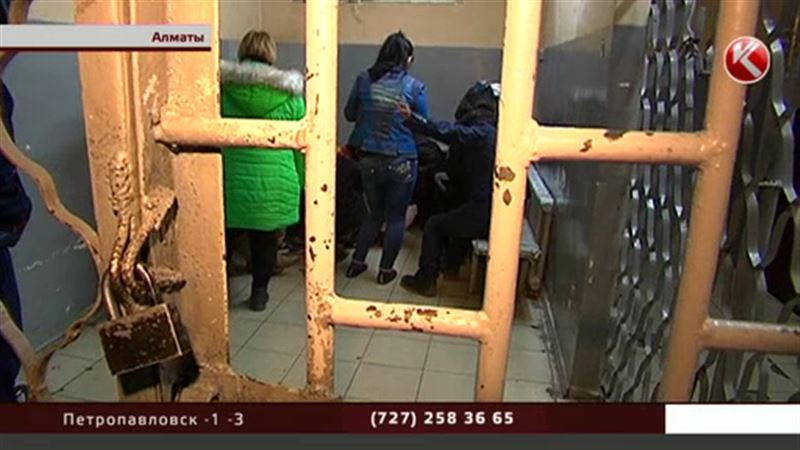 Полицейские распугали стеснительных алматинских проституток
