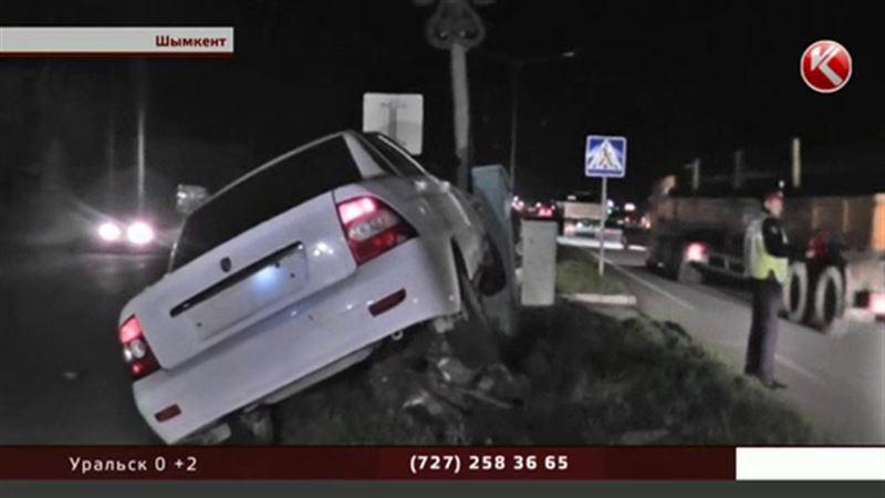 В Шымкенте патрульная машина гналась за нарушителем и снесла пешехода