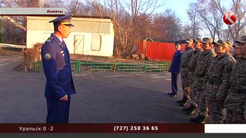 В Алматы раньше всех на участки пришли военнослужащие