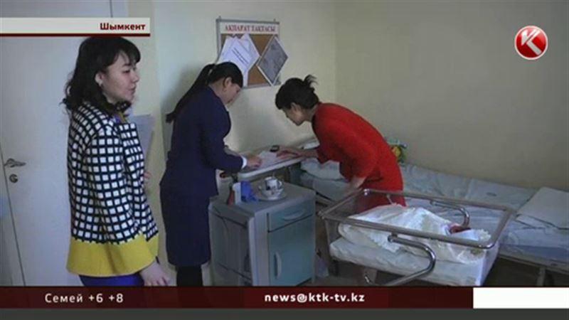 В шымкентском роддоме голосовали сразу после родов