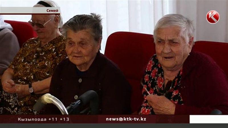 В cемейском доме престарелых перед голосованием организовали концерт