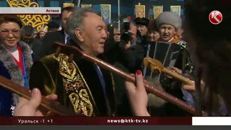 Нурсултан Назарбаев надел роскошный чапан и отправился отмечать Наурыз