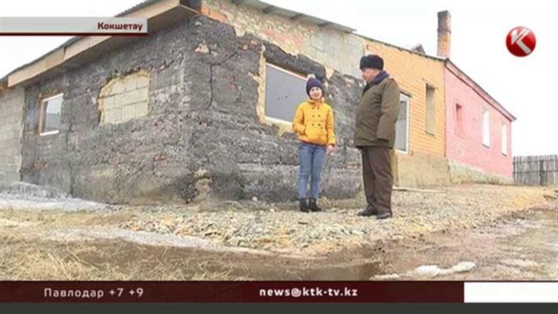 В Кокшетау рядом с жилыми домами перевернулась автоцистерна с ГСМ