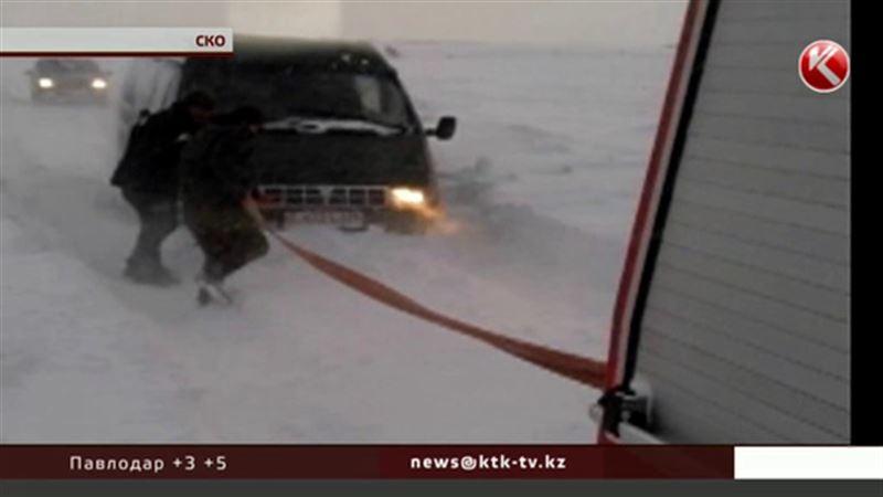 В Северном Казахстане в снежном плену оказались более 600 человек