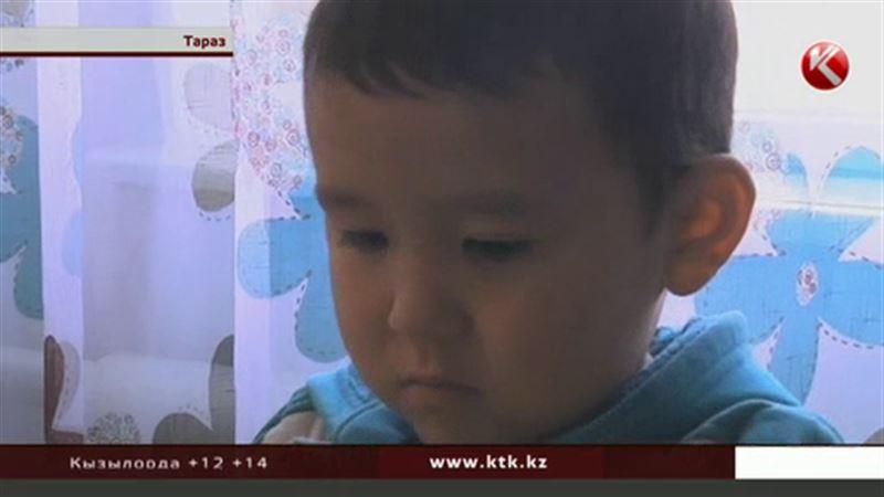 Женщина, которая оставила ребенка на улице, сбежала из кризисного центра