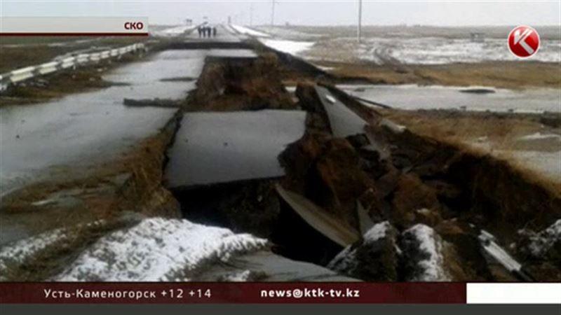 В Северо-Казахстанской области смывает дороги