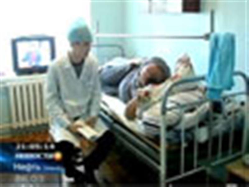 В Актобе несколько человек в масках ворвались в дом предпринимателя и жестоко избили его