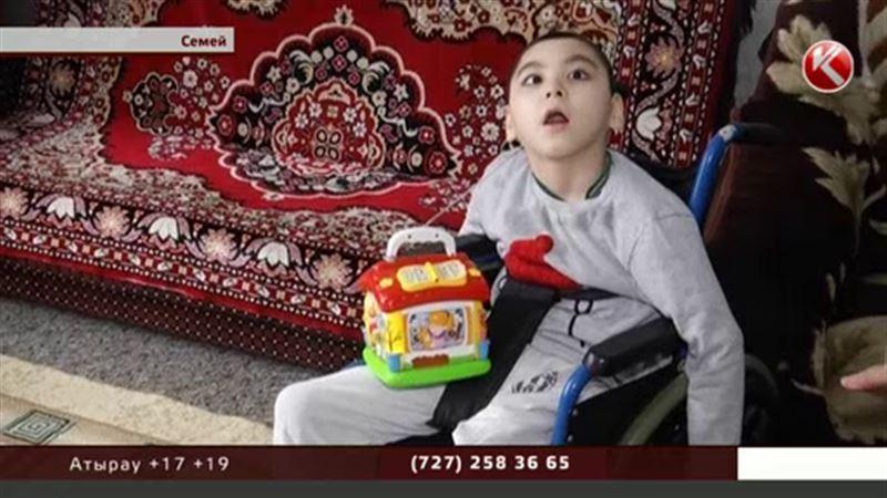 Ребенку с ДЦП нужны ходунки, коляску подарили волонтеры