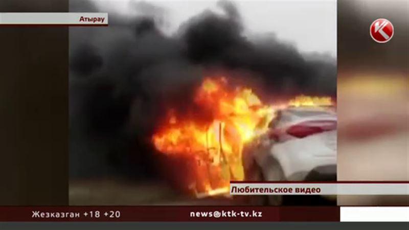 Военный УАЗ загорелся после столкновения с легковушкой
