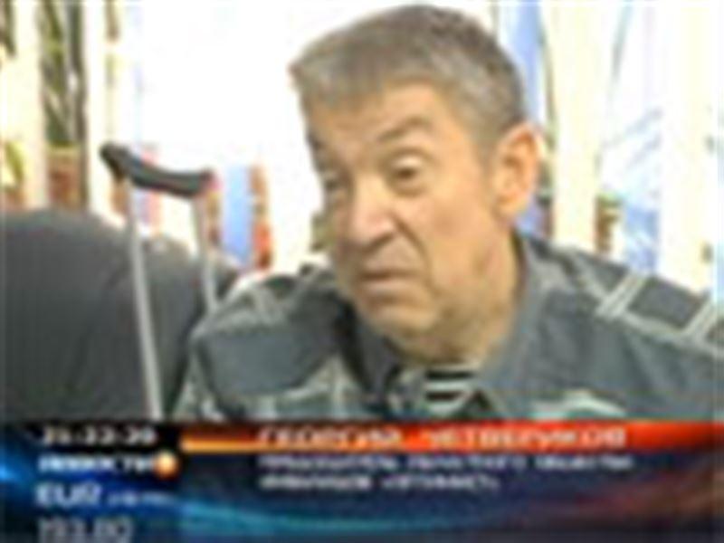В Павлодаре изобрели лифт для людей с ограниченными возможностями. Сконструировали его сами инвалиды