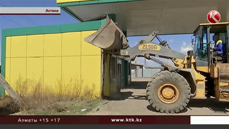 В Астане бульдозерами сносят автозаправки