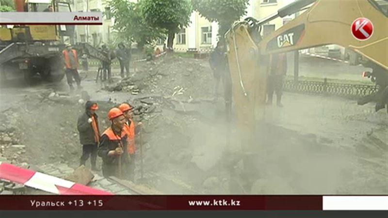 Авария на теплотрассе погрузила Алматы в туман