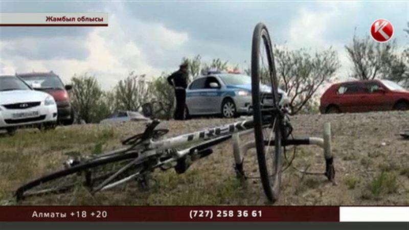 Жамбыл облысында жүк көлігі веложарыстан Қазақстанның чемпиондарын қағып өлтірді