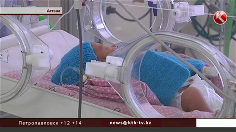 Младенец, которого бросили прямо на лестнице, сейчас в реанимации