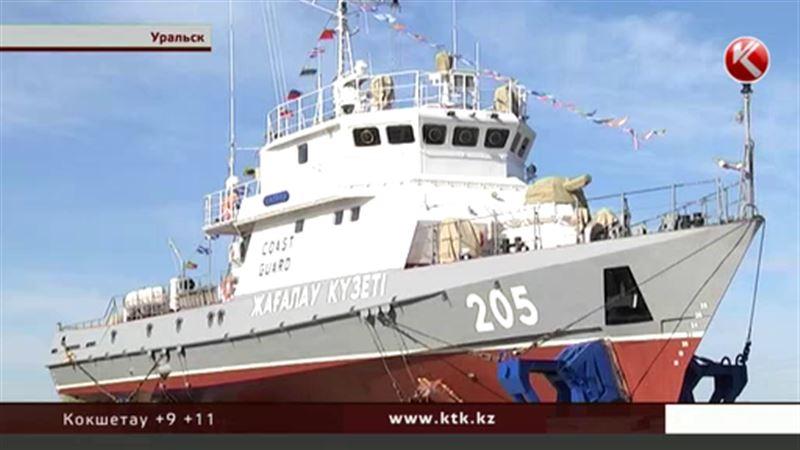 По трассам Уральска ездил многотонный корабль
