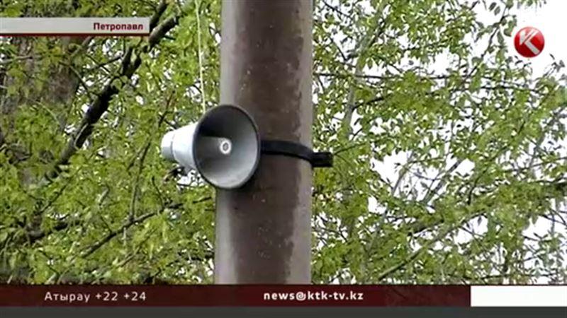 Ұйқы бермейтін радионың үнін өшірте алмаған Петропавл тұрғындары шу шығарды