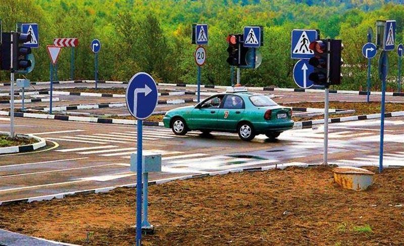Автошколы на грани исчезновения – апрель у всех пустой