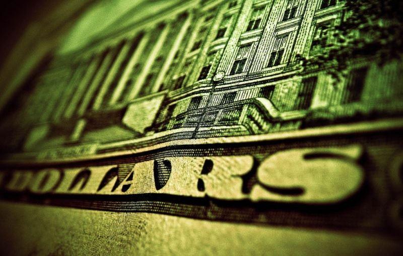 Доллар слишком переоценен – курсы тенге и рубля устремились вверх