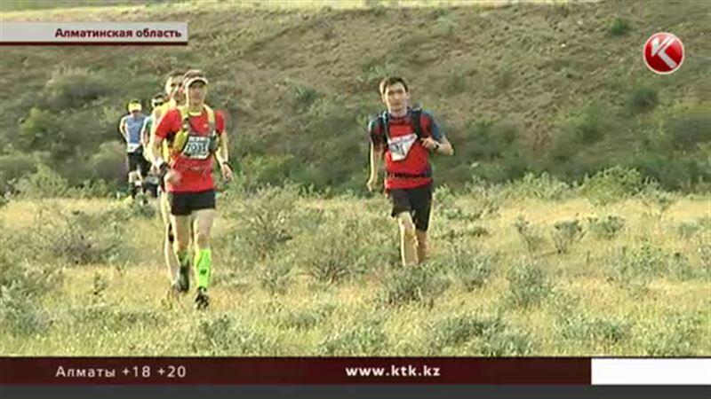 Сотни спортсменов со всего мира стартовали на марафоне «Великая степь»