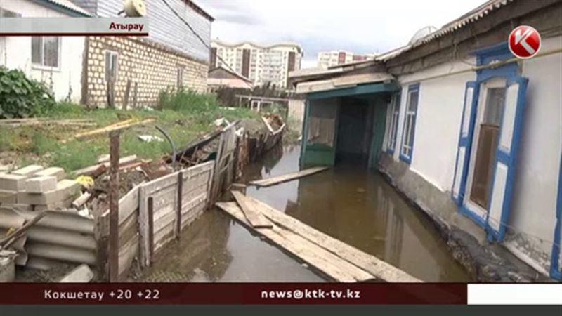 Горе от дождя случилось на улице Грибоедова в Атырау