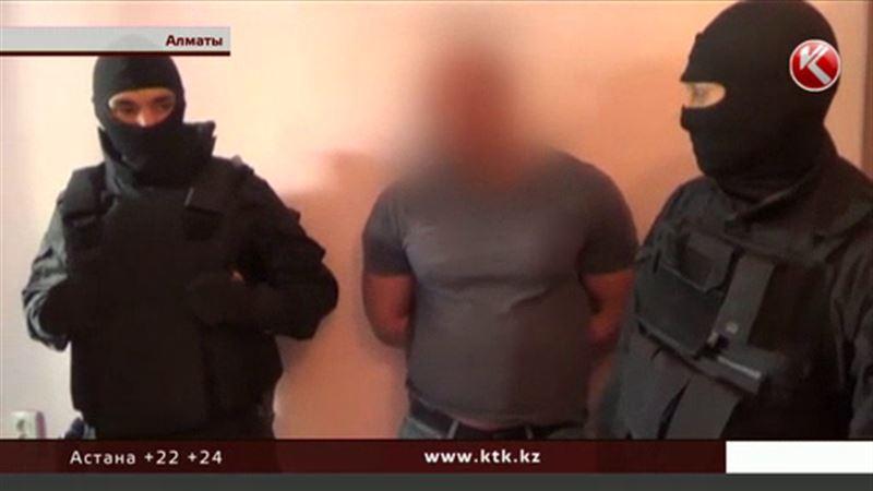 Задержанные в Алматы мужчины «отреклись» от гранаты и пяти миллионов
