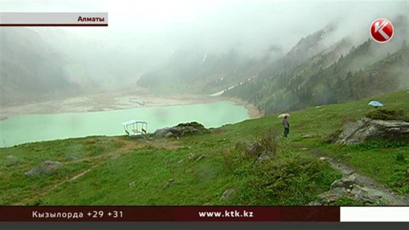 Казахстанцев возмутил  запрет на съемку Большого Алматинского озера