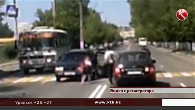 Водителю, который сбил девочку, досталось от петропавловцев