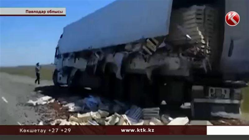 Павлодар облысында тонналап шие тиеген фура апатқа ұшырады
